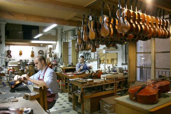 Mil y una historias casa parram n barcelona for Casa luthier barcelona