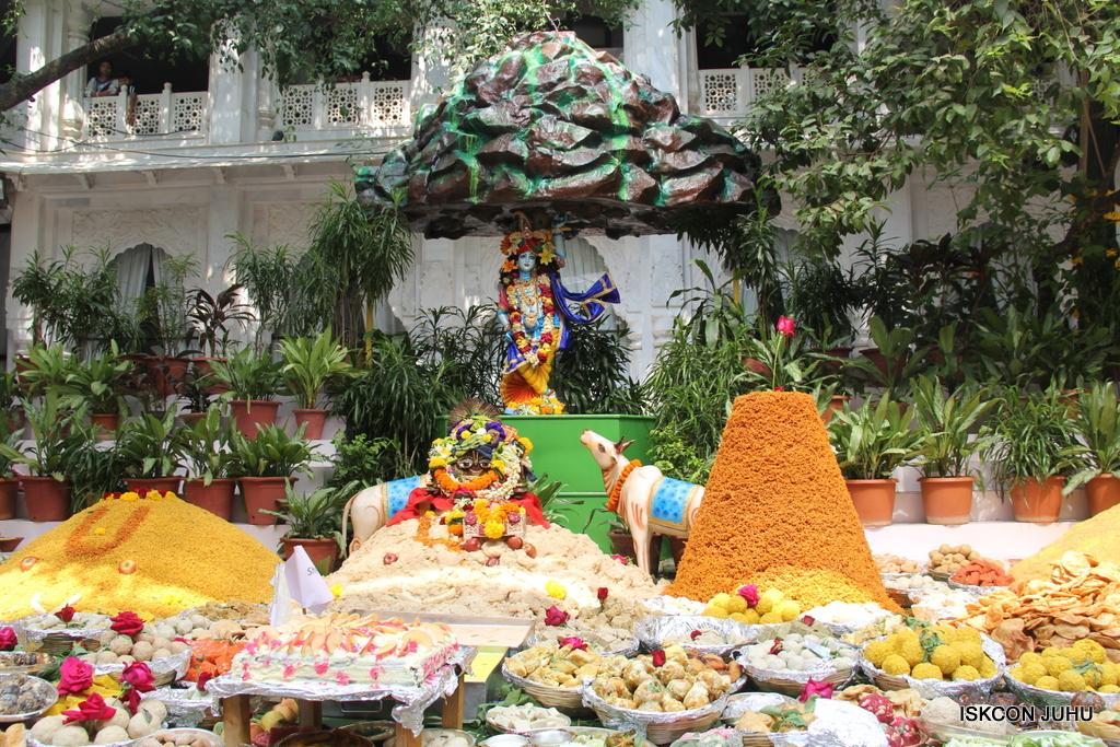 Govardhan Annakut Darshan  At ISKCON Juhu on 31st Oct 2016 (5)