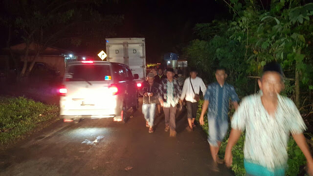 Tengah Malam, Wabup Jalan Kaki ke Lokasi Banjir Bandang Batang Merangin