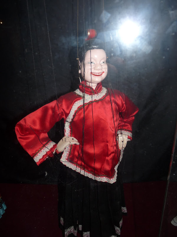 Entremetteuse... Musée des marionnettes SanzhiLi Tien-lu Puppet Museum (�天祿�����館).