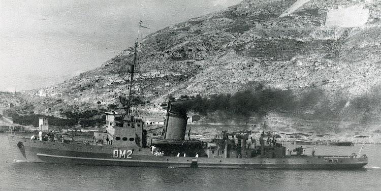 El NERVION saliendo de Cartagena. Ca. 1950. Foto Casau. Del libro Buques de la Armada Española. Los Años de la Postguerra.jpg