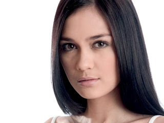 Indonesian Model Luna Maya Hot Pictures and Biography