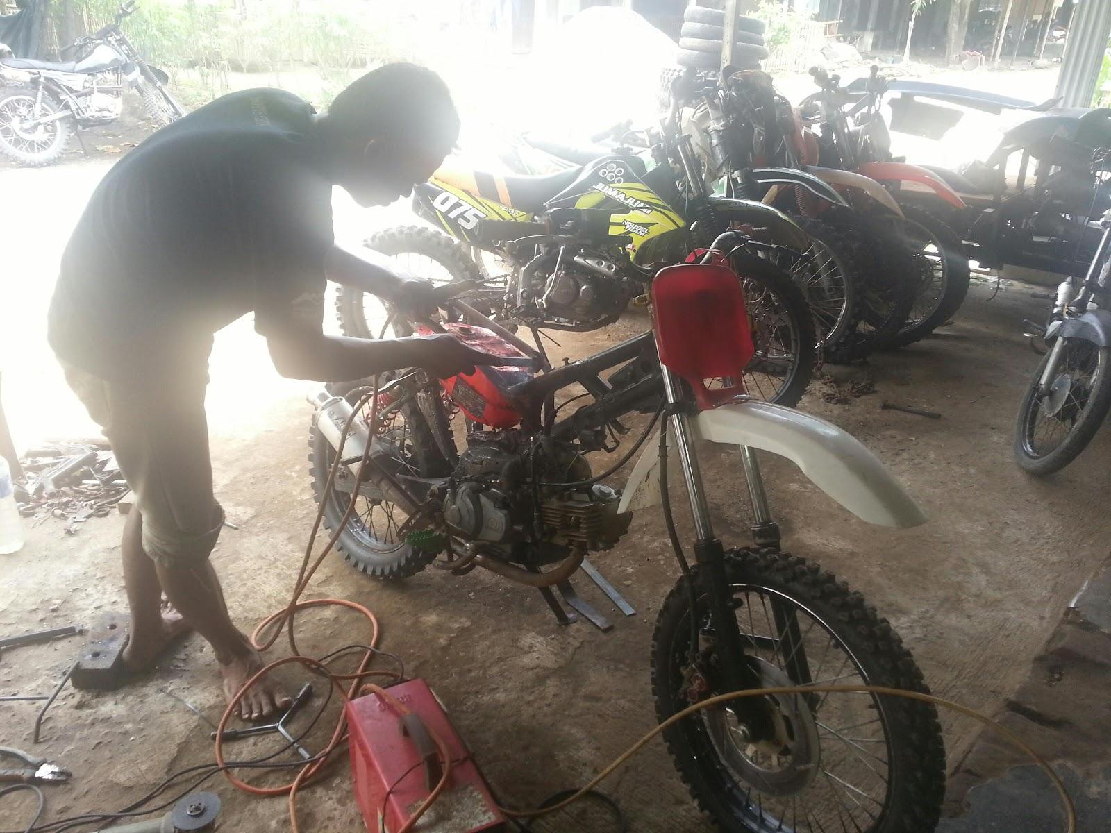 OTO MANIA Bengkel Modif Motor Trail Jais Nguren Ramai Pesanan
