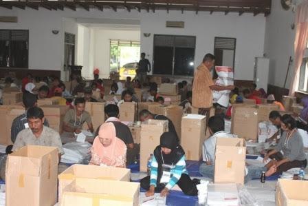 KPUD Ngawi Kerahkan 177  Tenaga Penyortir Surat Suara