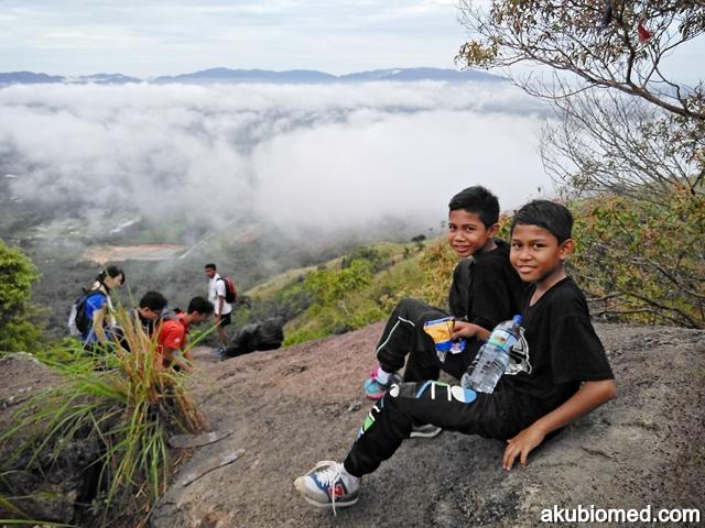abang long dan abang ngah di puncak bukit broga
