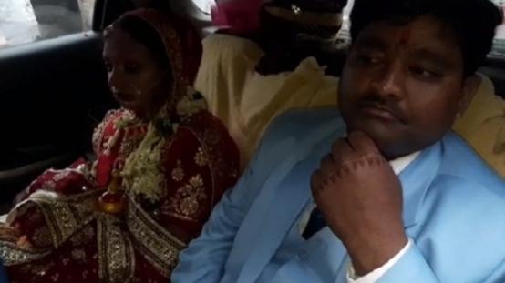 HAJIPUR: भारत बंद के दौरान सड़क जाम में  फंस गए दूल्हा और दुल्हन