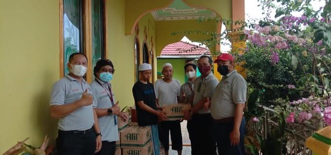 Puluhan Ribu Liter Minyak Goreng Merk Alif Dibagikan ke Warga Kotabaru