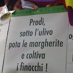 gaypridemilano2005_prodi.JPG