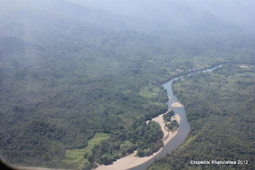 Kerangan Sungai Mahakam di Kutai Barat yang nampak dari Helikopter
