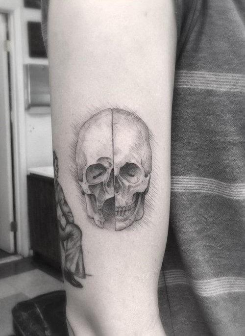 este_minimalista_davinci_tatuagem_de_caveira