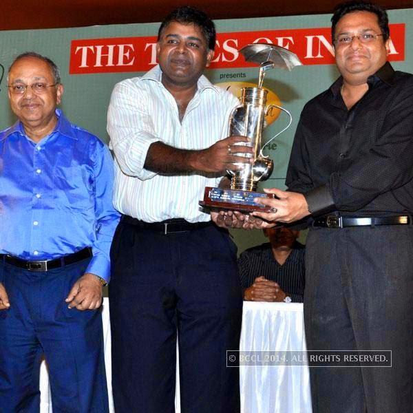 Sandipan Chakravortty with winners Manoj Kedia and Ashish Bhuwalka during The Tolly Monsoon Cup, in Kolkata.