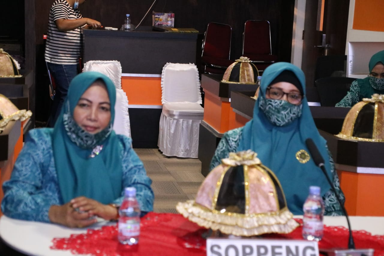 Pengurus PKK Kabupaten Soppeng Silaturahim Ketua Tim Penggerak PKK Provinsi Sulawesi Selatan Melalui Via Zoom Meeting