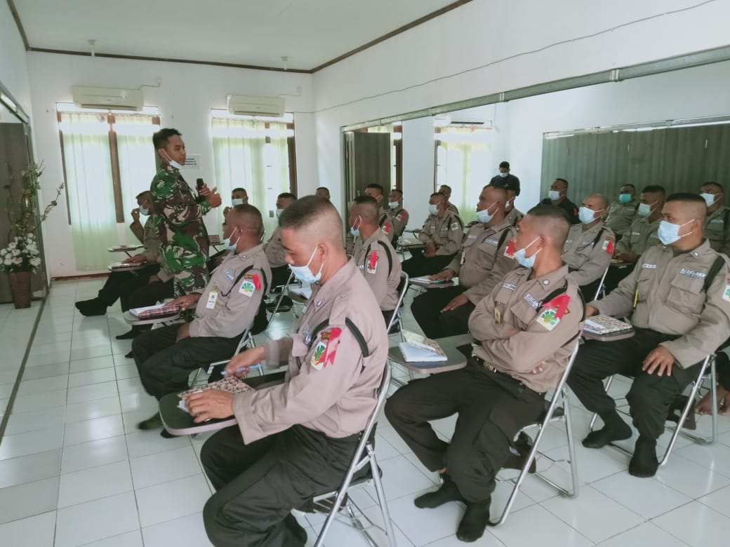 Babinsa Koramil Muara Kaman Melakukan Pelatihan dan Pembinaan kepada Security PT. Kencana Group