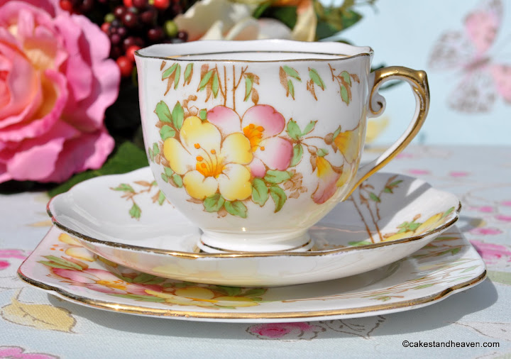 Roslyn Azalea Fine Bone China Teacup Trio c.1937