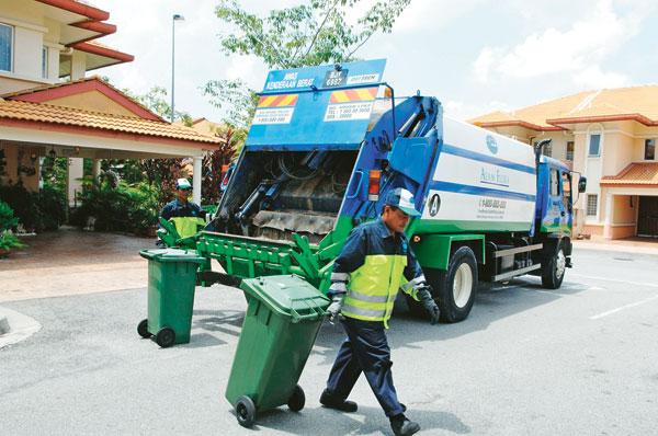 pekerja alam flora kutip sampah