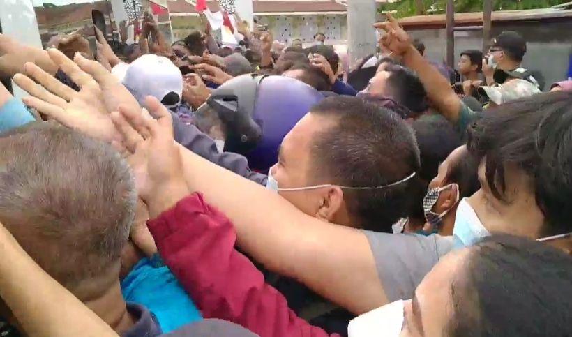 Kritik Keras Aksi Tak Etis Jokowi Setiap Bagikan Sembako, Demokrat: Anda Punya Cermin Nggak?