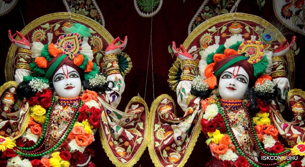 ISKCON Juhu Sringar Deity Darshan on 2nd Jan 2017 (38)