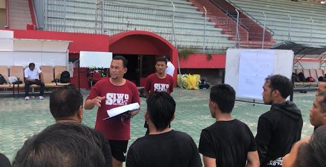 Coaching Clinic Tingkatkan Semangat Dunia Sepakbola di Kalteng