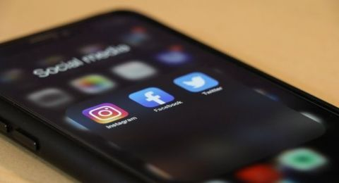 Gibran Wajibkan Kepala Dinas Hingga Ketua RT dan RW Aktif di Media Sosial