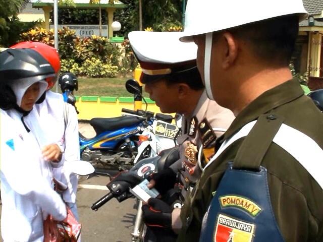 Terjaring Operasi Zebra, Pelajar Dihukum Nyanyi Indonesia Raya