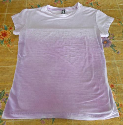 Customização de blusinha com Pump Dye - umedecer com borrifador