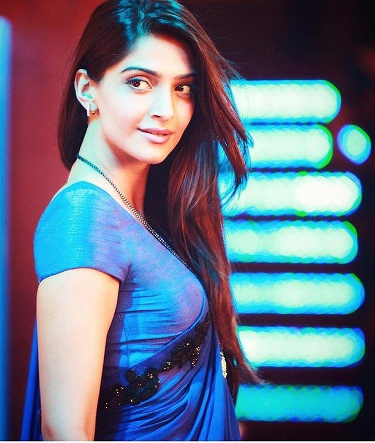 Sonam Kapoor cute little mini in saree blouse exposing Navel Queens