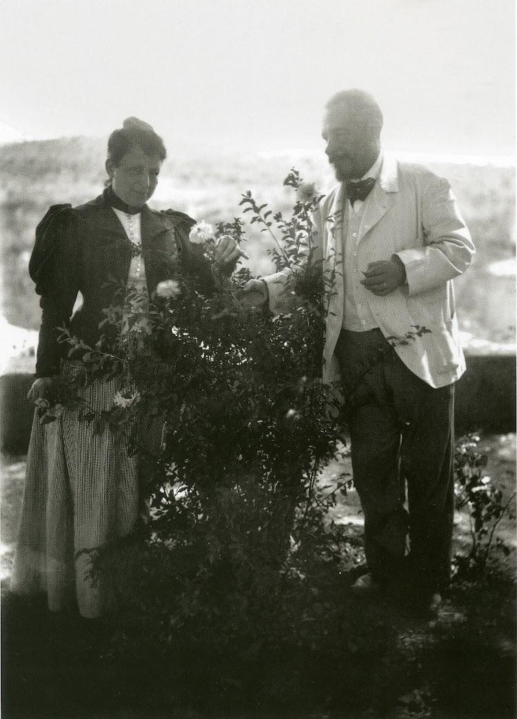 Anita Roca y Lluis Gonzaga. Foto coleccion particular Familia Ribas. Del libro El Vapor ANITA. La Historia d´un Mite.jpg