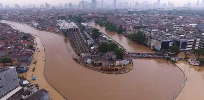Beda Penanganan Banjir Anies Dan Jokowi, DPRD: Penggusuran Bikin Warga Marah