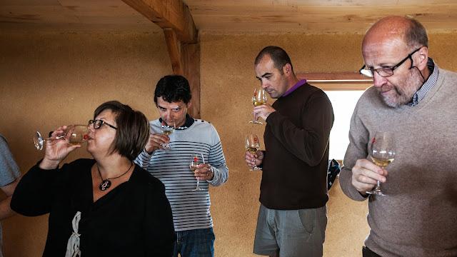 Assemblage des chardonnay milésime 2012. guimbelot.com - 2013%2B09%2B07%2BGuimbelot%2Bd%25C3%25A9gustation%2Bd%25E2%2580%2599assemblage%2Bdu%2Bchardonay%2B2012%2B112.jpg