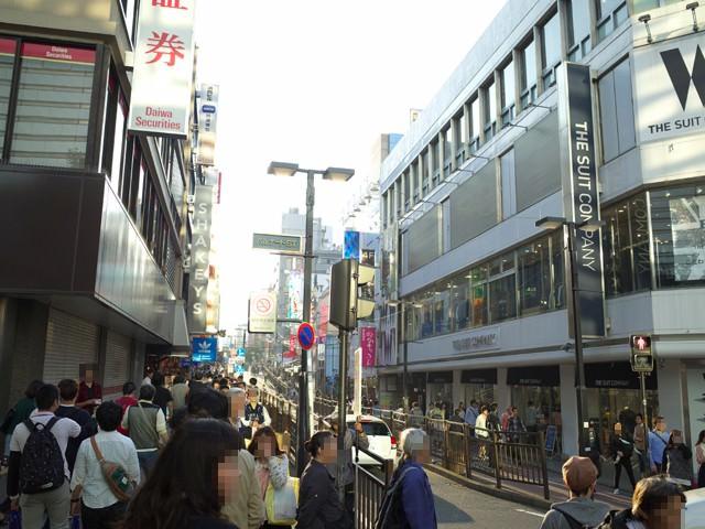 横浜駅西口のパルナード通り