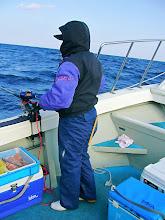Photo: 釣り師、戸田さんはこそっと・・すでに5匹釣ってました! いつ?
