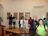06 A látogatók nézelődnek.JPG