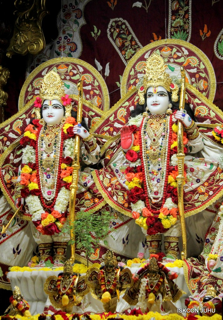 ISKCON Juhu Sringar Deity Darshan on 2nd Jan 2017 (31)