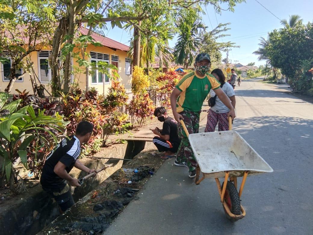 Satgas Yonarmed 9 Kostrad Melaksanakan Karya Bakti di Desa Buli