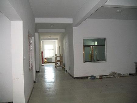 Building the interior of Amdo Eye Hospital 2009