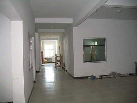 Building the interior of Amdo Eye Hospital 2009