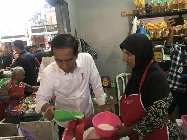 Ironi Seruan Jokowi untuk Benci Produk Asing dan Rencana Impor Beras...