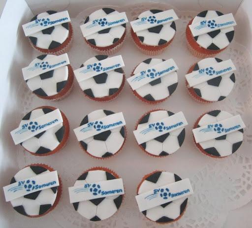 100- S.v. Someren voetbal cupcakes.JPG