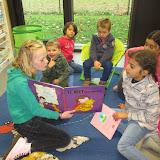 Voorleesweek: 4e leerjaar komt voorlezen bij juf Hilde