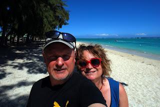 Eric et Muriel sur la plage de Flic-en-Flac