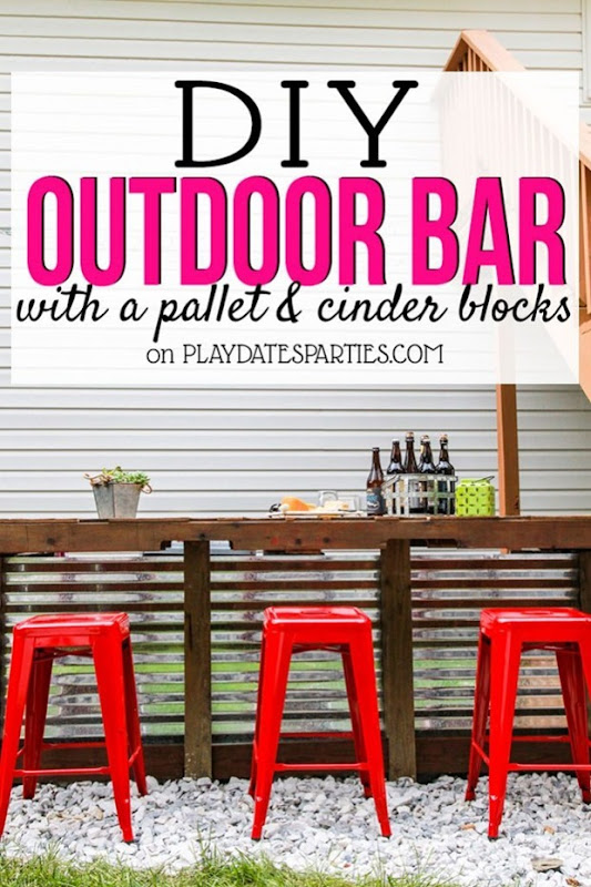 DIY-Outdoor-Bar-with-Cinder-Blocks-and-Pallet-Ft-683x1024