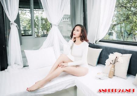 Dương Yến Ngọc khoe chân dài, ngực đầy ở tuổi 38