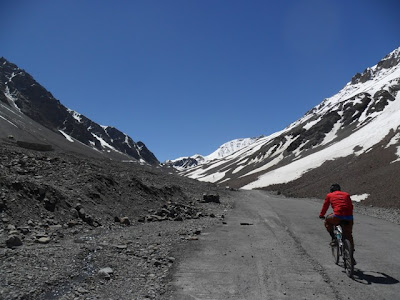 Pedalling Up Baralacha La