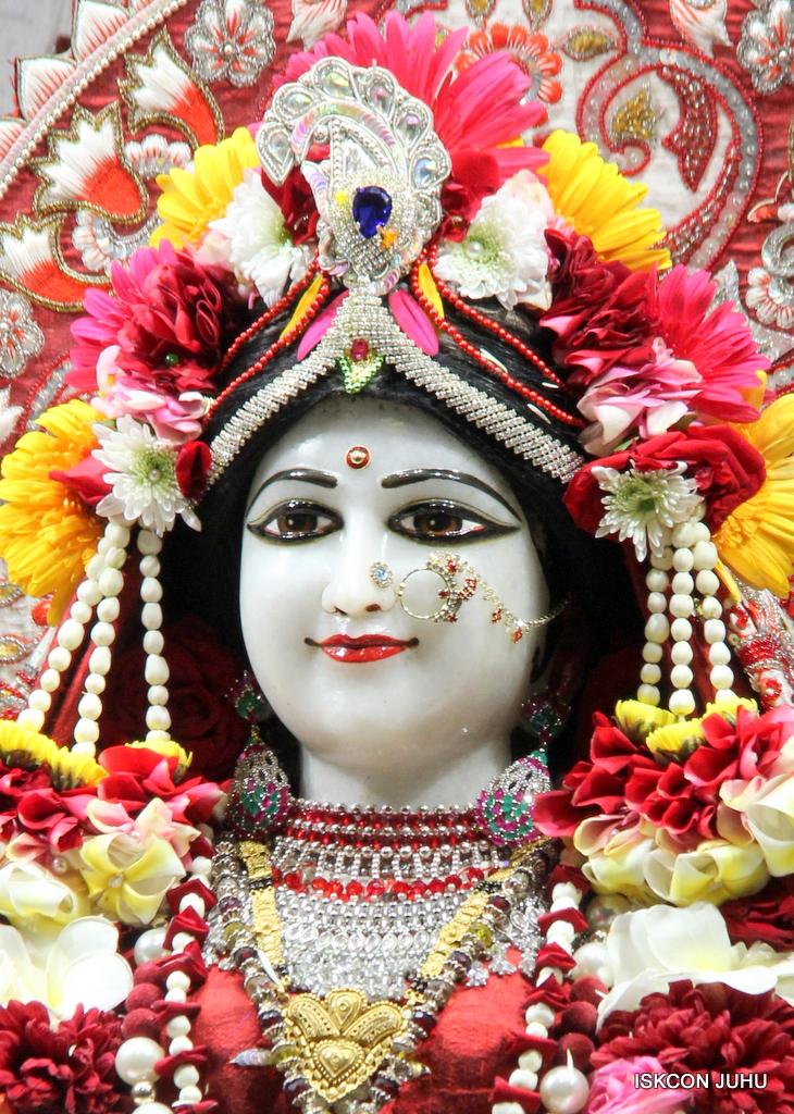 ISKCON Juhu Sringar Deity Darshan on 30th Sep 2016 (27)