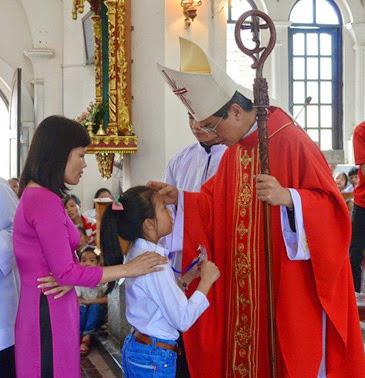 Thánh lễ ban Bí tích Thêm Sức tại giáo xứ Đồng Chưa