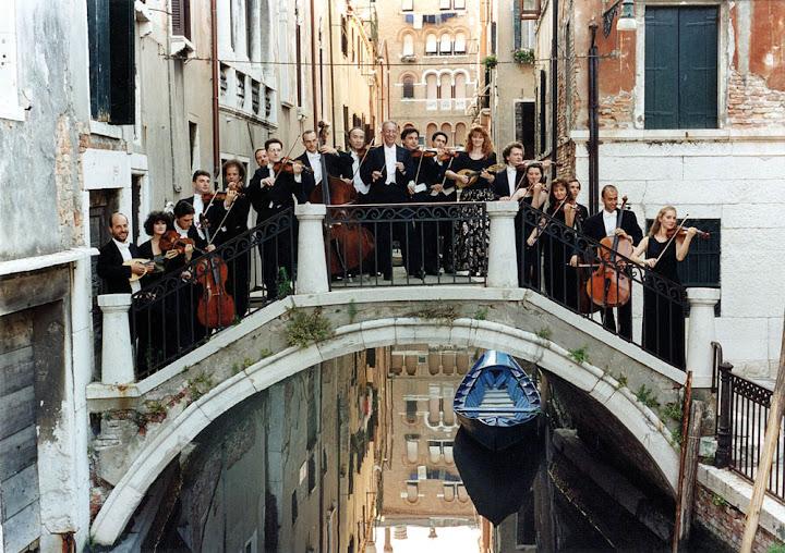 Fundada en 1959 por Claudio Scimone, I Solisti Veneti es mundialmente reconocida como una gran orquesta de música de cámara