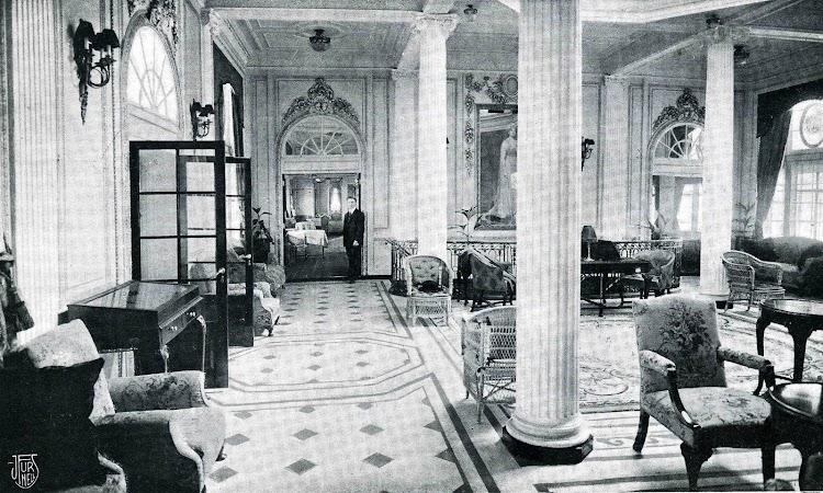 28-Hall del REINA VICTORIA EUGENIA. Libro de Información para el Pasajero.1913-1914. CTE.jpg