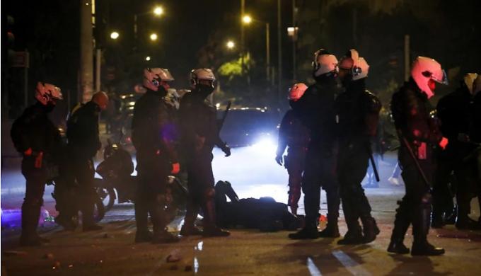 Καταγραφή από το κινητό του 22χρονου κατά τον ξυλοδαρμό του αστυνομικού: «Μάλλον τον σκοτώσαμε»