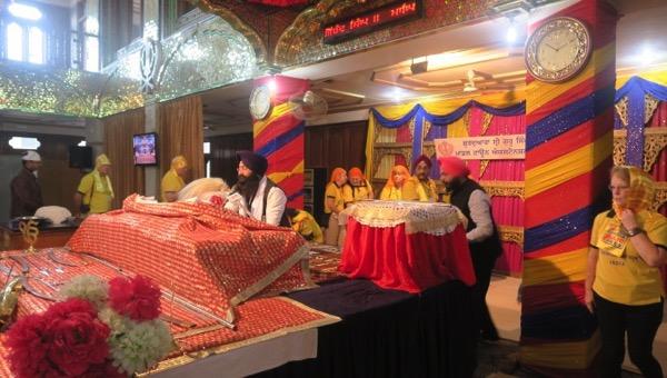 Chanting from Guru Granth Sahib