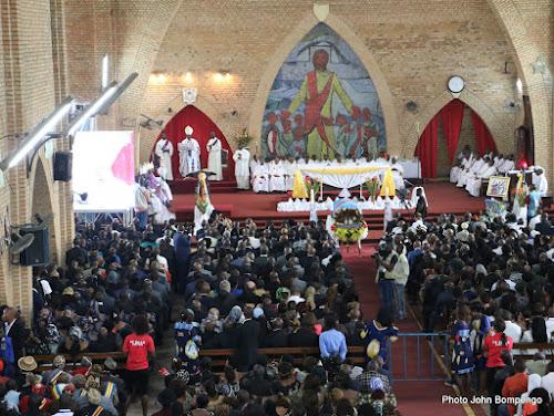 Kinshasa : des jeunes leaders du PPRD envahissent la cathédrale Notre dame du Congo